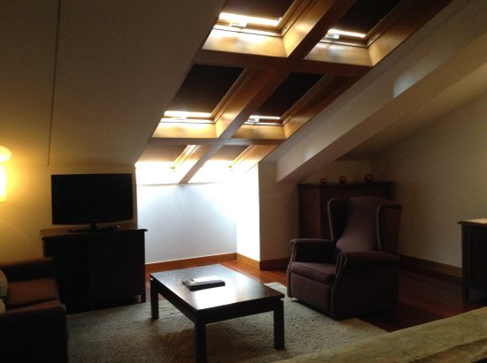 San Francisco Hotel Monumento: The sitting area and skylights