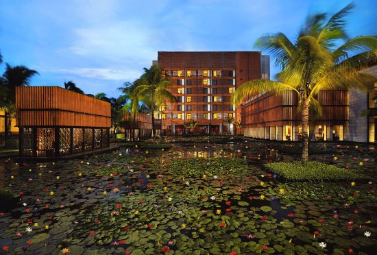 ITC Sonar: Lotus Pool, Exterior