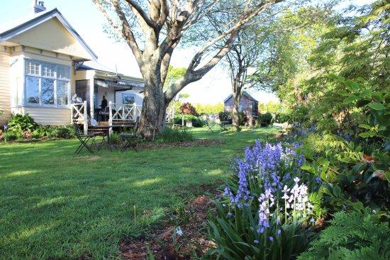 Barrington, Avustralya: The side garden