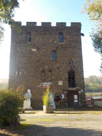 Chenille-Change, França: entrée du moulin