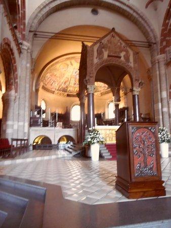 Basilica di Sant'Ambrogio: ciborio- interno Basilica