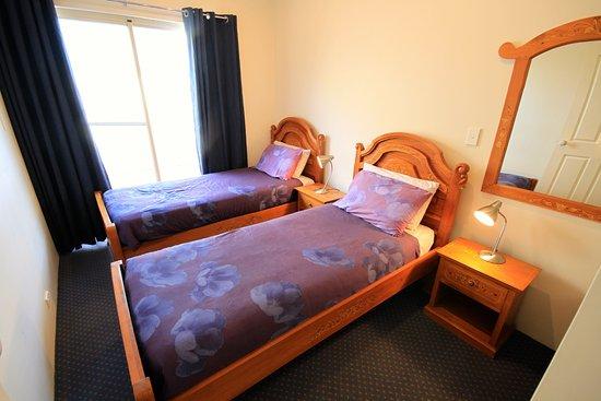 Bunbury Apartment Motel: Standard 2 bedroom apartment second bedroom