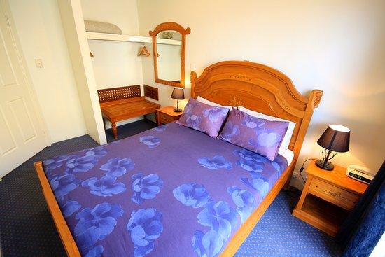 Bunbury Apartment Motel: Standard 2 bedroom apartment Main bedroom