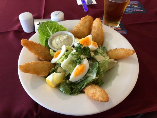 Macleay Island, Avustralya: Crumbed Whiting and Caesar Salad.
