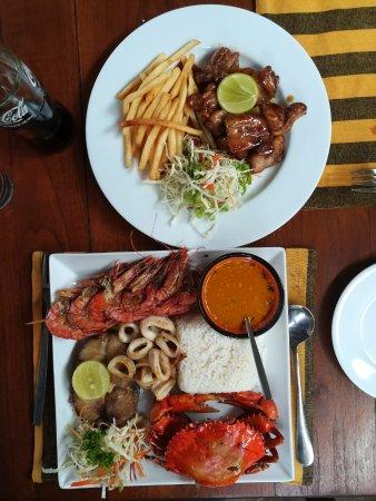 Pedlar's Inn Cafe : Mixed sea food platter and honey chicken