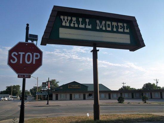 Уолл, Южная Дакота: Un vieux motel adjacent au Red Rock restaurant
