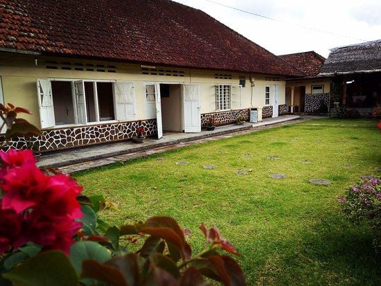 Old Style Dutch Colonial House At Bendesa Mas Inn Munduk Bali