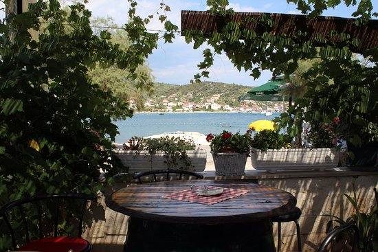 Vinisce, Croatia: klimat w lokalu