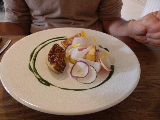 Chablis, Francja: Foie gras poêlé, navet, radis