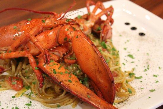 Trattoria Nonna Lina: Linguine with live Boston lobster