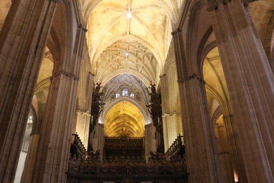 Interior de la catedral de sevilla foto di cattedrale di - Catedral de sevilla interior ...