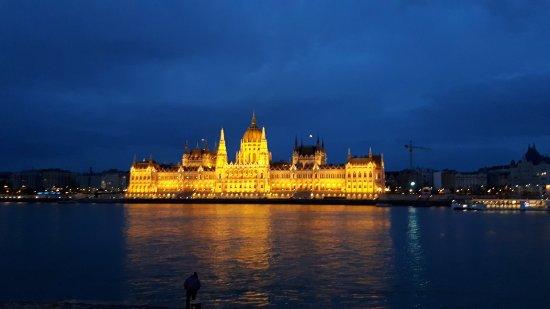 B & B Bellevue Budapest: 20171028_175043_large.jpg