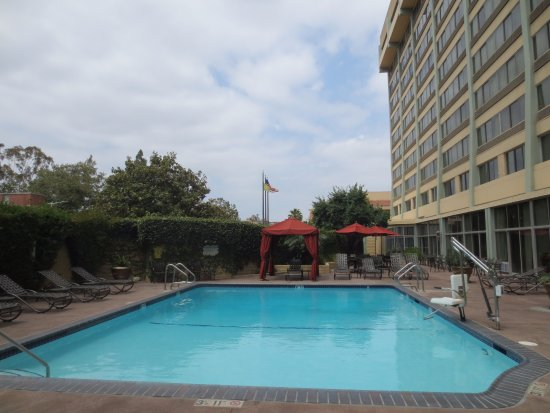 pool picture of radisson midtown at usc los angeles. Black Bedroom Furniture Sets. Home Design Ideas