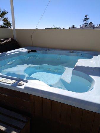 Apartamentos Balcon de Carabeo: hot tub on roof terrace