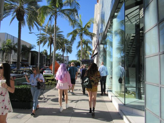 Beverly Hills, CA: The sharply dressed shoppers!