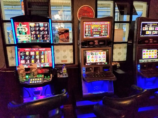 Pointe Claire, Canada: Amusements are available in the restaurant.