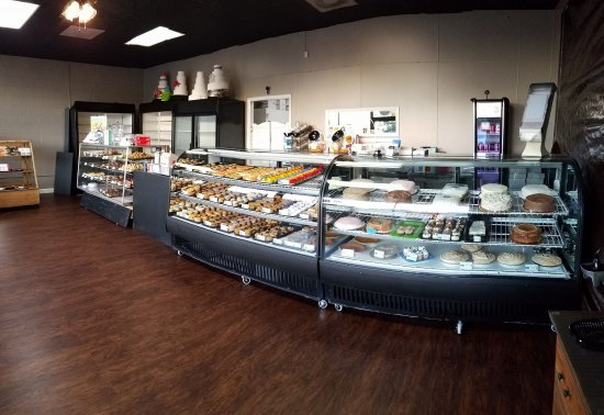 Albertville, AL: Custom-decorated cakes & delicious baked goods fill our showcases!