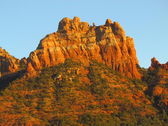 La Petite Sedona : Looking east from the cabin in the evening.