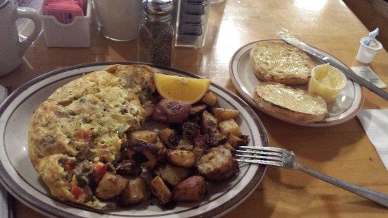 Mother Hubbard's Restaurant: Philly omlete :)