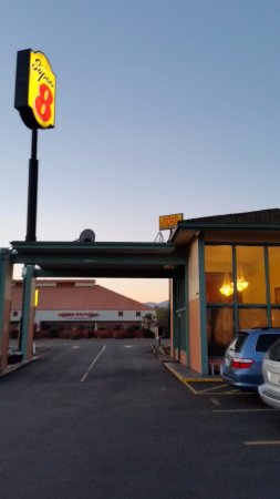 Yreka, Californië: Let's go have breakfast. Small but worked well