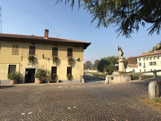 Cassinetta di Lugagnano, Italy: Esterno