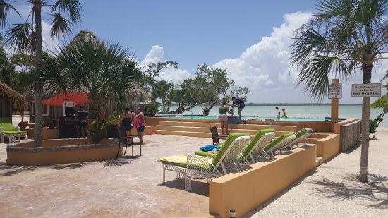 Corozal Town, Belize: More partying at the pool