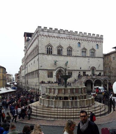Piazza iv novembre perugia italy top tips before you for Arredare milano piazza iv novembre