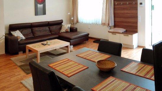 Klopeinersee, Østerrike: Wohnbereich des Appartements im Ergeschoss