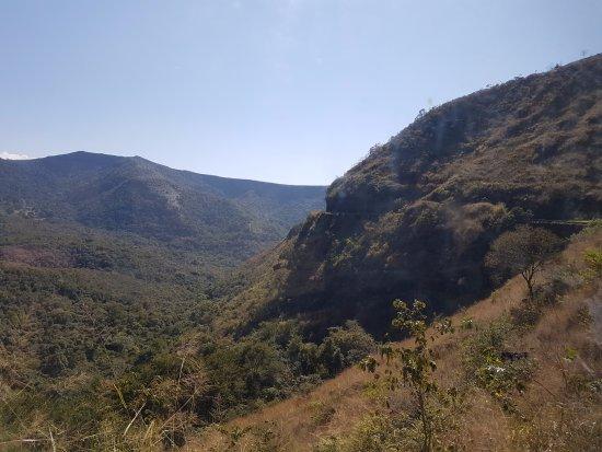 Trem da Vale – Ouro Preto e Mariana: Vista do vagão panorâmico.