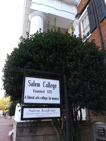 Augustus T. Zevely Inn: Salem College - nice campus to stroll the brick walkways
