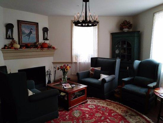 Augustus T. Zevely Inn: Zevely sitting area