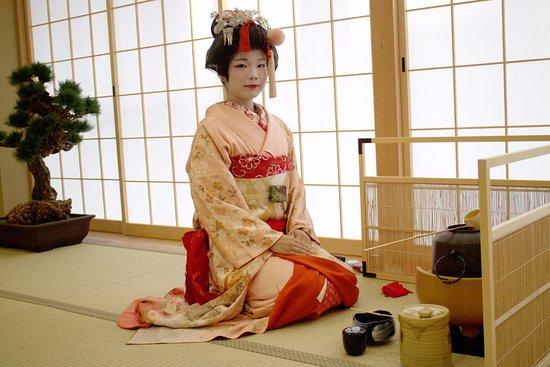 Maikoya Kimono Tea Ceremony
