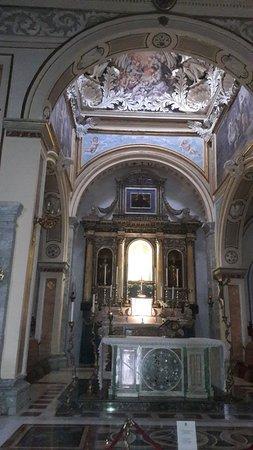 Basilica of Our Lady of the Sacred Mountain: interno del santuario