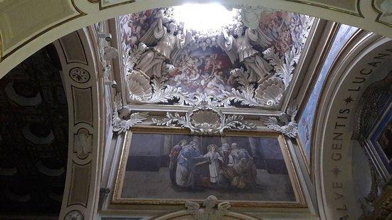 Basilica of Our Lady of the Sacred Mountain: sollevando lo sguardo sull'altare