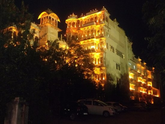 Chunda Palace Hotel: a night view of the hotel