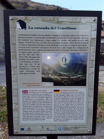Ornavasso, Olaszország: La descrizione presente nei pressi della rotonda