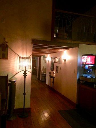 Winnsboro, TX: Hallway to back room dining and bar area.