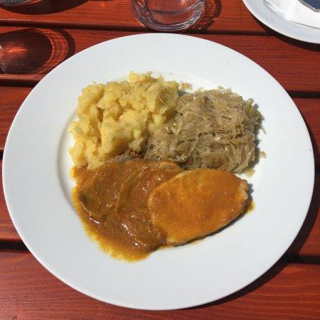 Роч, Хорватия: Ottimo arrosto con patate e crauti