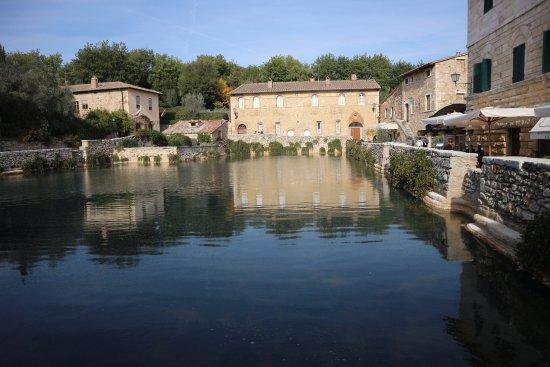 Piazza centrale picture of terme bagno vignoni bagno vignoni tripadvisor - Bagno vignoni tripadvisor ...