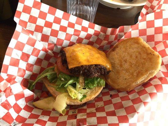 วอเตอร์ทาวน์, วิสคอนซิน: Mullen's Dairy Bar - Cheeseburger