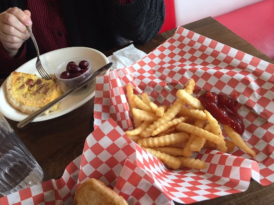 Watertown, Wisconsin: Mullen's Dairy Bar - Ham & Cheddar Quiche and Fries