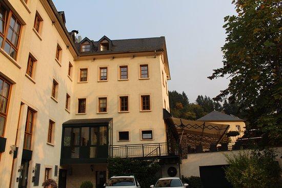 Zijkant van het hotel