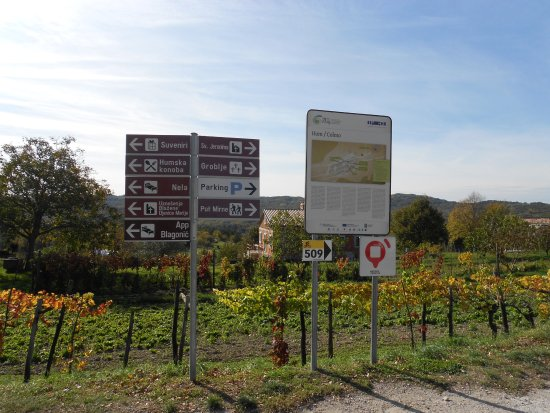 Hum, Croacia: signs