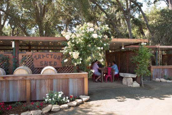 Templeton, CA: The Tractor Shed Outdoor Tasting Room