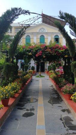 Kathmandu Guest House: jardin