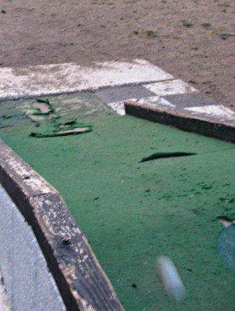 Yosemite Lakes RV Resort: condition of the golf course