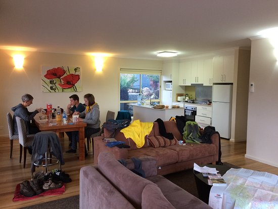 Tarraleah, Australia: Keuken en deel van living in Blue House