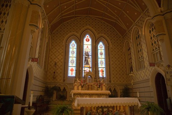 Cape Girardeau, MO: Altar at Old St. Vincent's Church