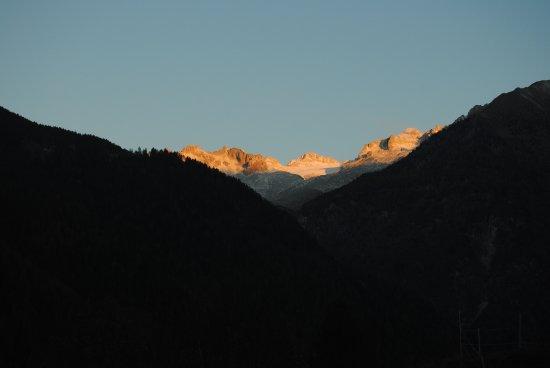 Giustino, Italy: Vista del ghiacciaio della stanza Rododendro