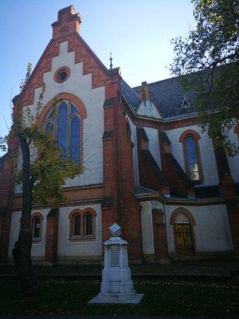 Debrecen, Ungern: Verestemplomодин из уникаленых в Европе. Церковь  была построена из необработанного кирпича в н
